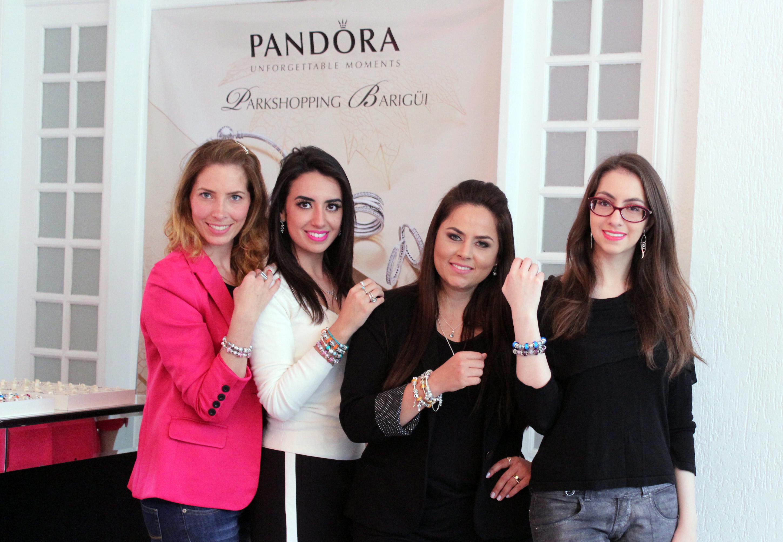 002 -As blogueiras Ariane Ribeiro, Roberta Viana e Manu Luize com Erika Linzmeyer, fraqueada da Joalheria PANDORA do ParkShopping Barigui.
